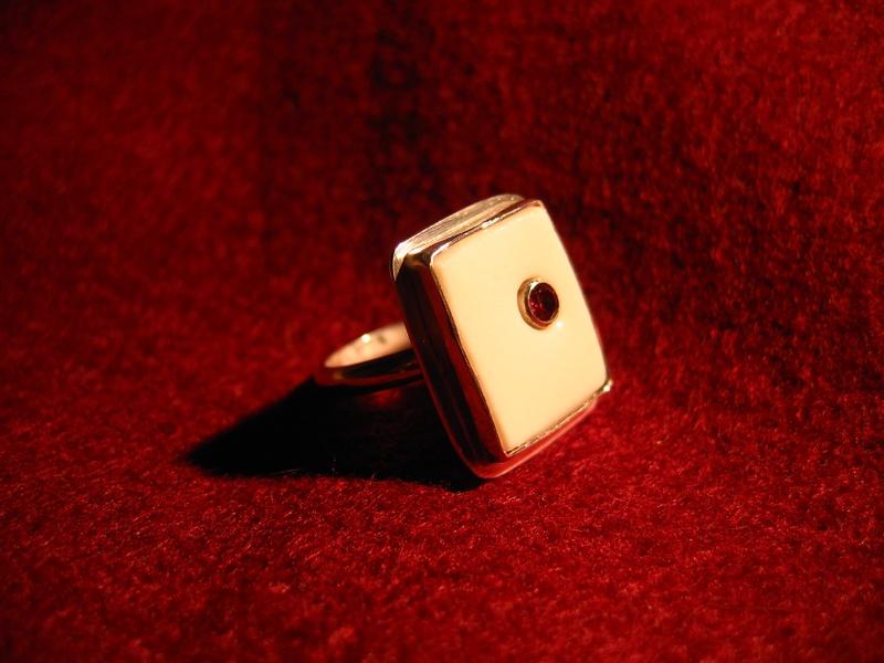 zilver met porcelein en granaat - 2009